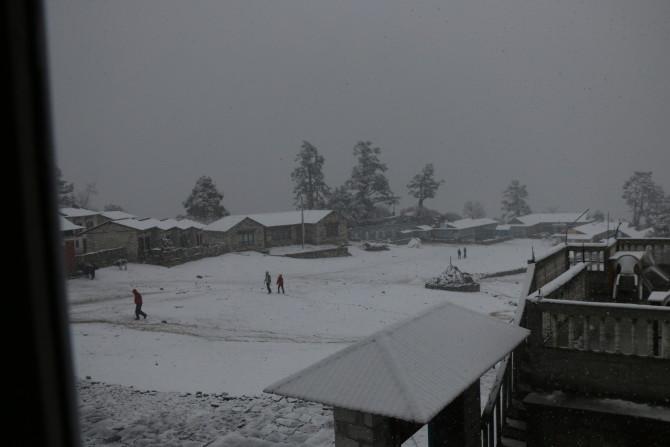 ネパール タンボチェ 外