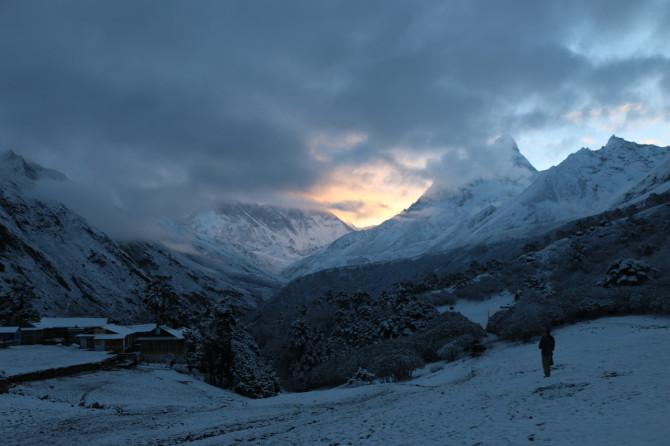 ネパール タンボチェ 朝日