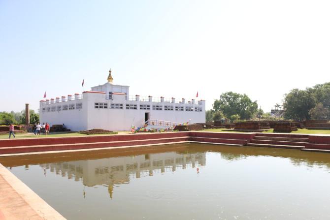 ネパール ルンビニ プスカリニ池