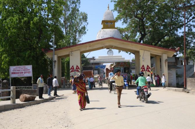 ネパール スノウリ 門