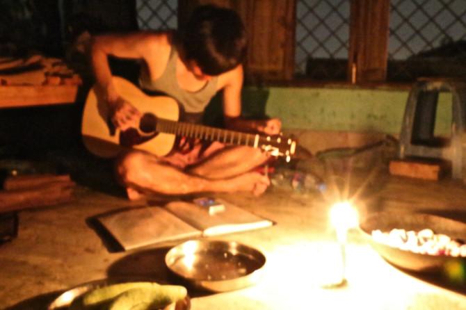 インド バラナシ ギター