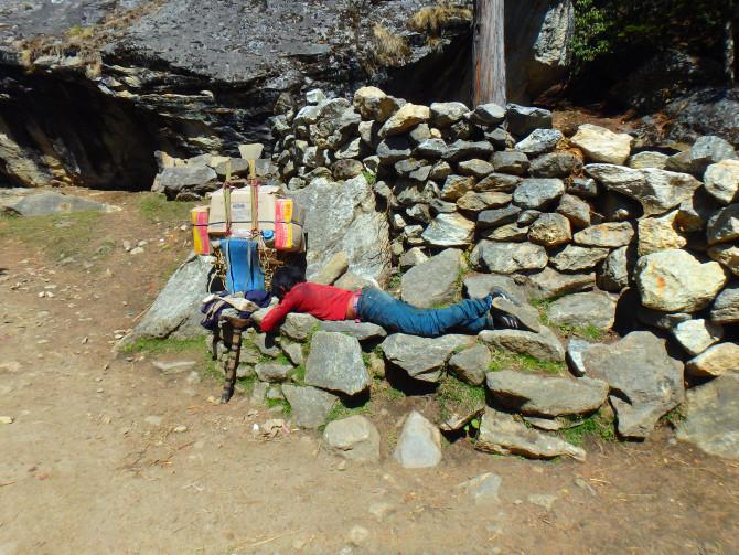 ネパール ナムチェ 寝人