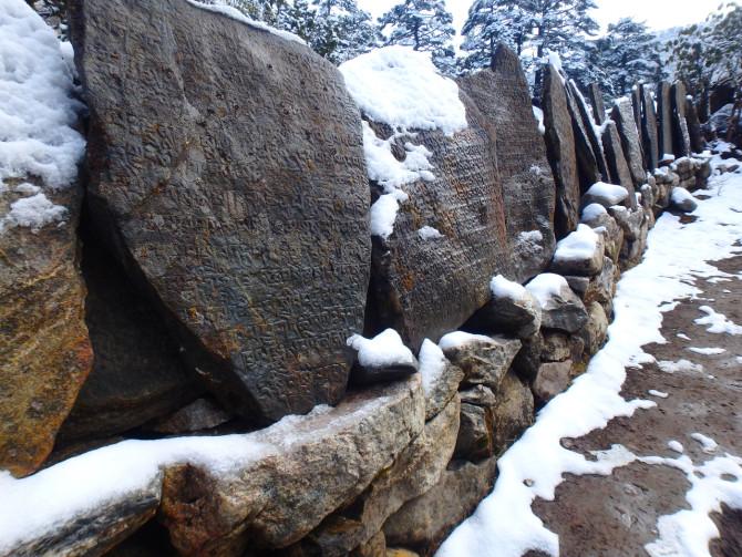 ネパール タンボチェ 岩