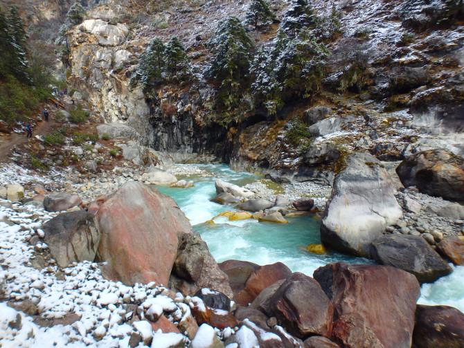 ネパール タンボチェ 川②