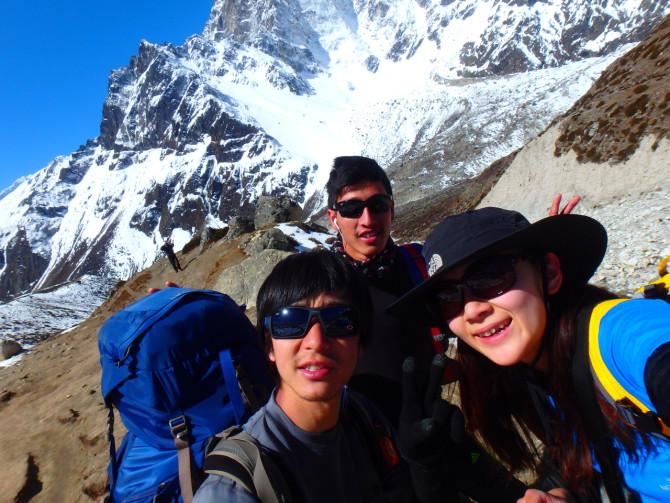 ネパール ペリチェ 三人
