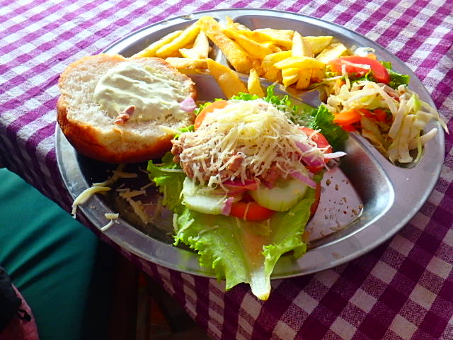 ネパール ポカラ ハンバーガー