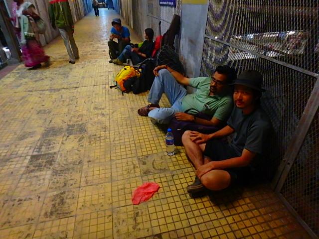 インド ゴラクプル 駅①