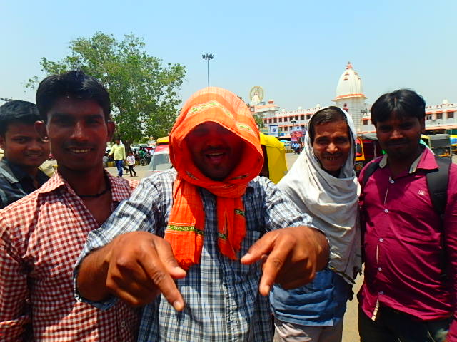 インド バラナシ 人々