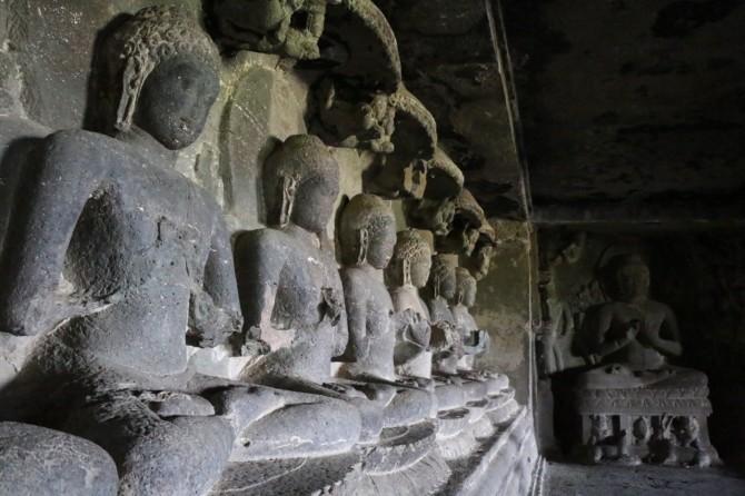 インド アウランガーバード エローラ(12窟)