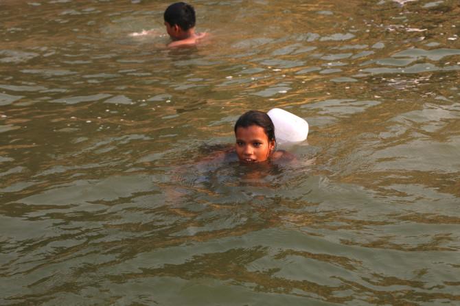 インド バラナシ 女の子