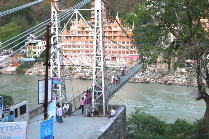 インド リシケシュ 橋①