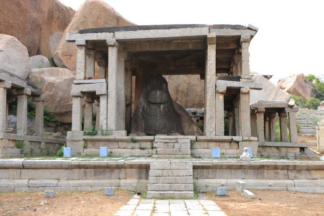 インド ハンピ ナンディー像