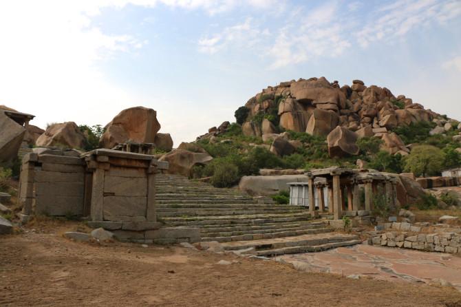 インド ハンピ 石段