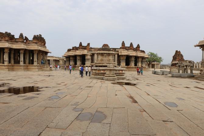 インド ハンピ ヴィッタラ寺院②