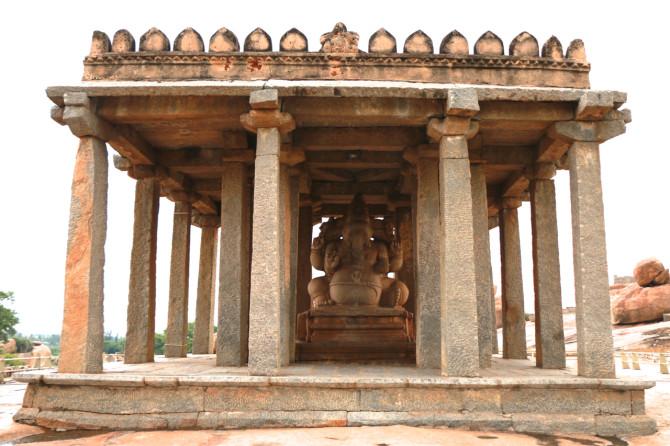 インド ハンピ ガネーシャ像