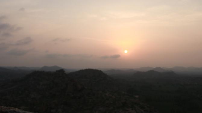 インド ハンピ 朝日