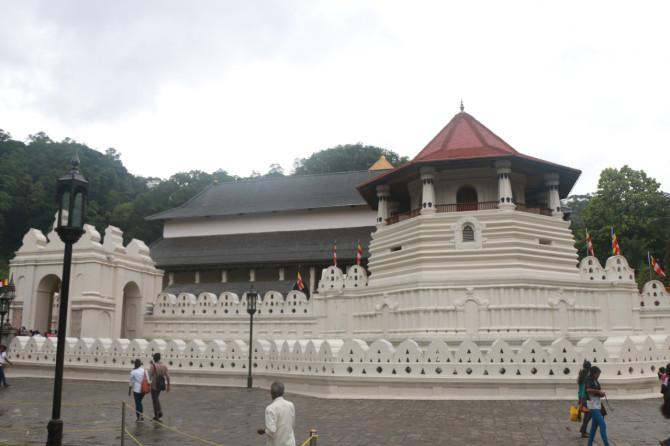 スリランカ キャンディ 仏歯寺①