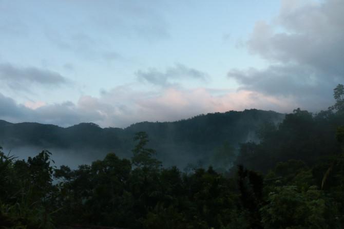 スリランカ ラトゥナプラ 道