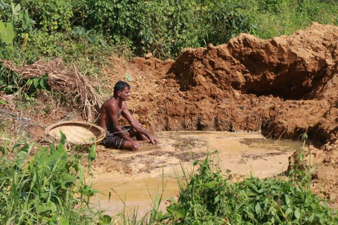 スリランカ ラトゥナプラ 採掘場③