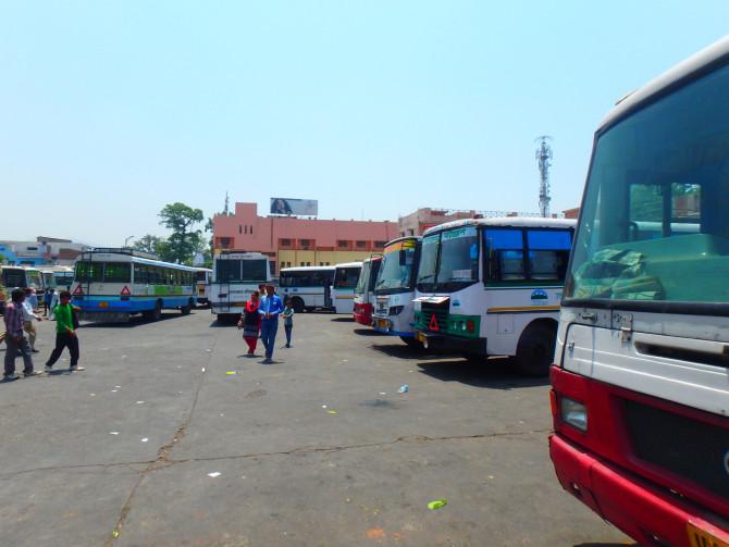 インド リシケシュ バス停