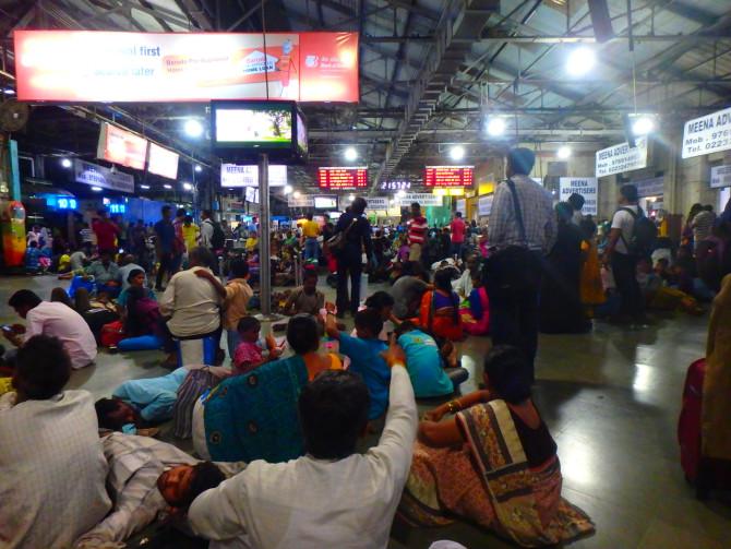 インド ムンバイ 駅⑤