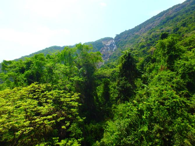 インド ハンピ 滝