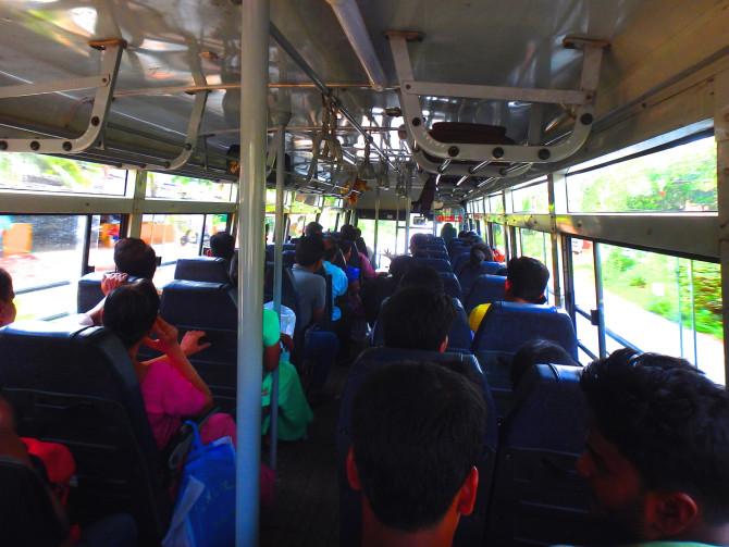インド ゴア バス