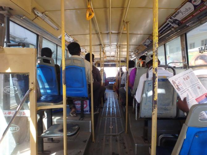 インド マドゥライ バス