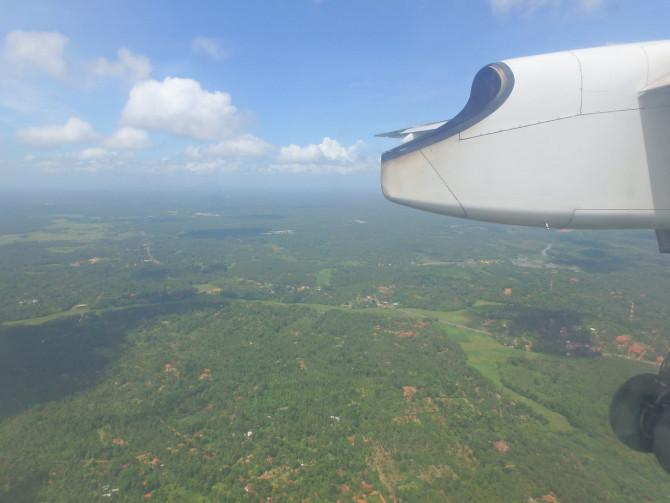 スリランカ ニゴンボ 飛行機