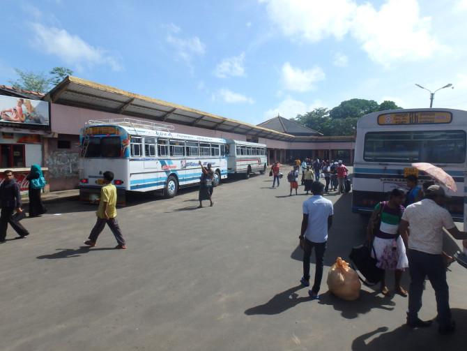スリランカ ニゴンボ バス停①