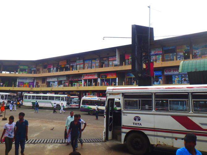 スリランカ ニゴンボ バス停