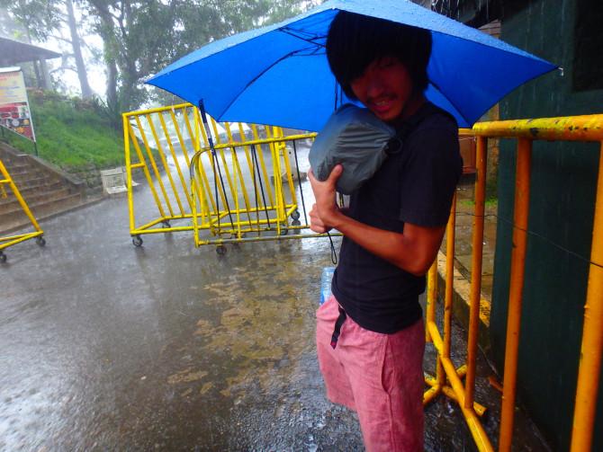 スリランカ キャンディ 雨