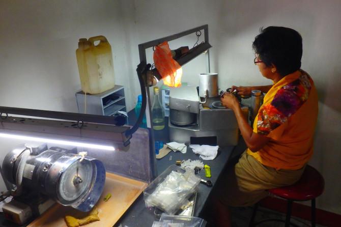 スリランカ ラトゥナプラ 宝石店②