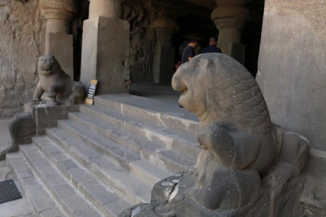 インド アウランガーバード エローラ(29窟入口)