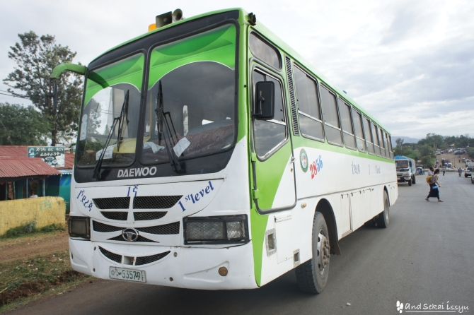 アルバミンチからジンカにバスで移動