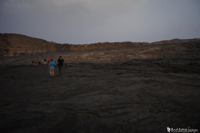ダナキルでアルタアレ火山に向かい出発