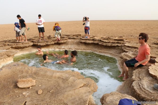 ダナキル 死海的な池
