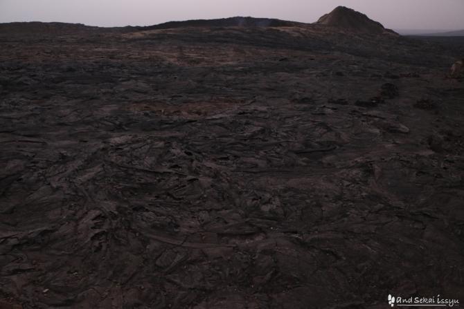 ダナキルでアルタアレ火山に向かう登山道
