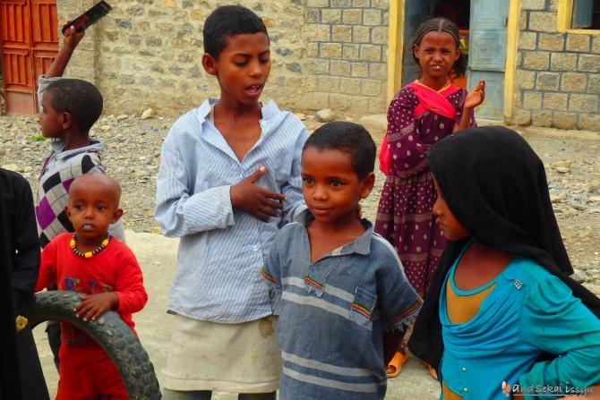 ダナキルで2日目に泊まった村の子供達