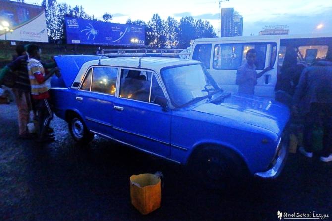 アディスアベバのタクシーはみんな青色