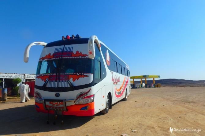 ワジハルファ ハルツーム バス