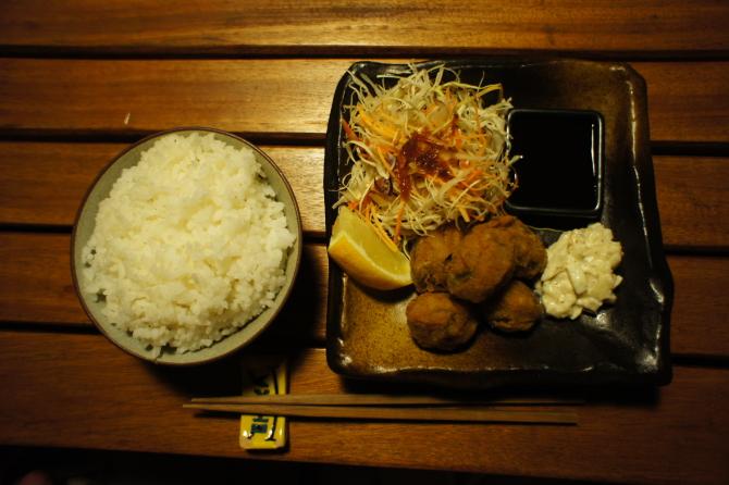 ナイロビの日本食居酒屋チャカで食べたカキフライとライス