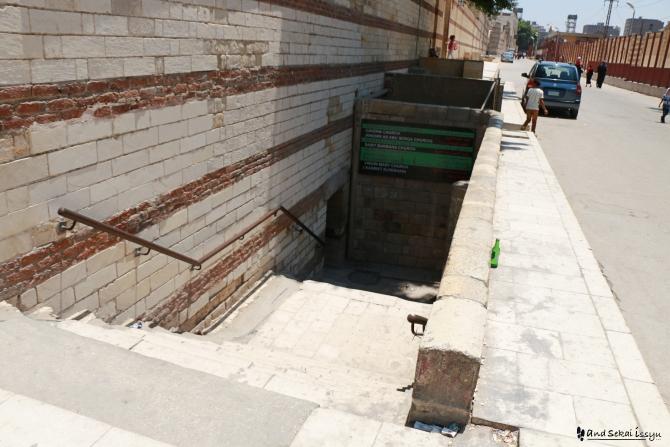 オールドカイロ 地下 階段