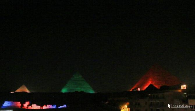 ギザ ピラミッド 光と音のショー