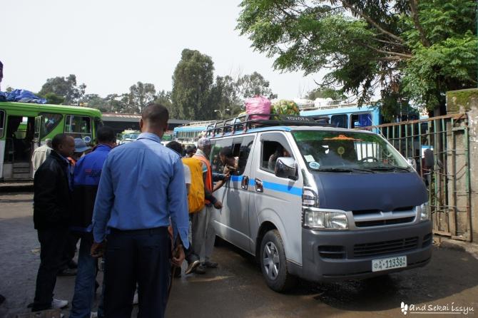 ゴンダール バス