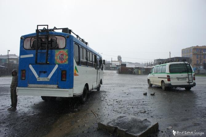 デバルク バス