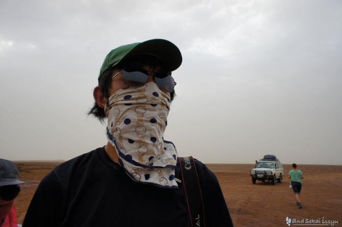 ダナキルのダロール火山でマスクとサングラス