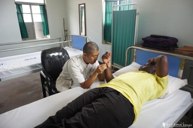 タンザニアのネワラで活動するJICAの理学療法士隊員に会いに行った