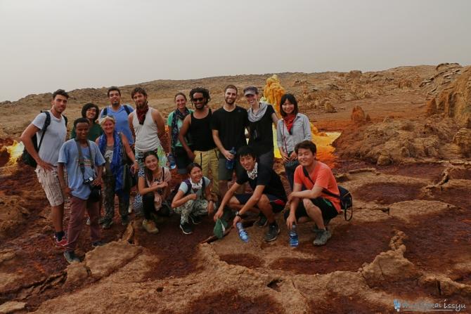 ダナキルのダロール火山で記念撮影