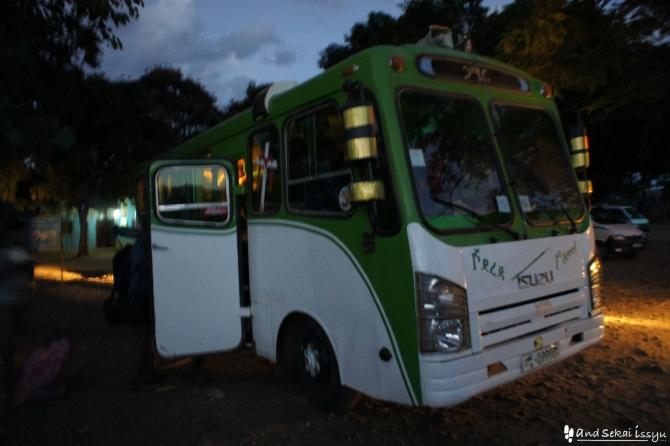ジンカのバス